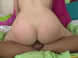 Girl With A Gorgeous Ass Riding Dick To Make It Cum