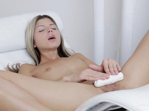 Skinny Masturbating Hottie Pleasures Her Asshole Too