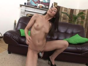 Solo Girl Invites Two Guys Over To Double Penetrate Her