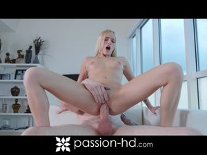 Sensually Filling His Teen Girlfriend With Big Cock